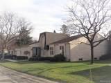 5134 Woodlands Drive - Photo 3