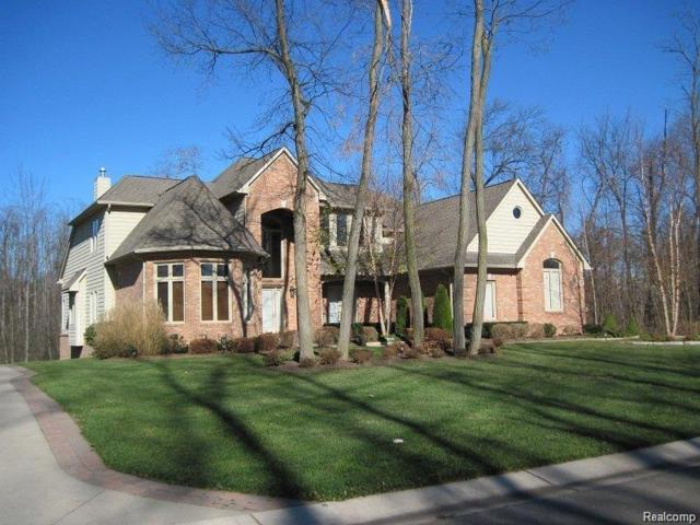 1880 Cedarbend, Commerce Twp, MI 48382 (MLS #218009495) :: The Toth Team