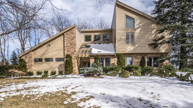 5820 Bravo Court, Orchard Lake, MI 48324 (#218017616) :: The Buckley Jolley Real Estate Team