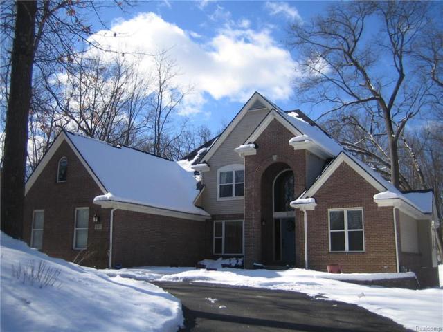 6147 Carey Road, Commerce Twp, MI 48382 (#218019463) :: The Buckley Jolley Real Estate Team