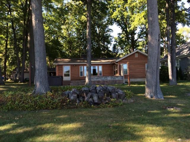 3795 Lakewood Drive, Waterford Twp, MI 48329 (#218020939) :: Simon Thomas Homes