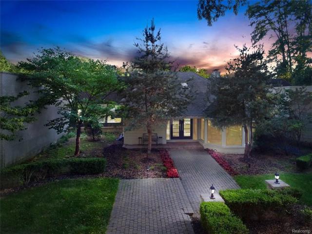 4225 Village Court, Orchard Lake, MI 48323 (#218029897) :: RE/MAX Classic