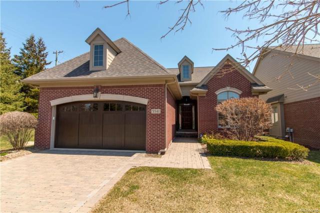 5541 Pembrooke Crossing Drive, West Bloomfield Twp, MI 48322 (#218035475) :: Duneske Real Estate Advisors