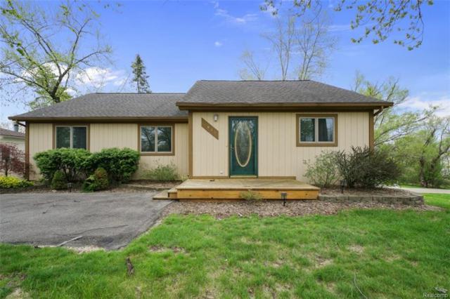 4015 Green Lake, West Bloomfield Twp, MI 48324 (#218040569) :: RE/MAX Classic