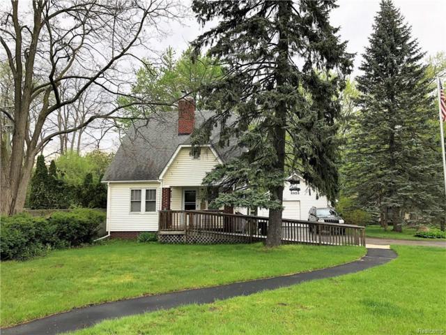 6956 Pontiac Trail, West Bloomfield Twp, MI 48323 (#218041638) :: RE/MAX Classic