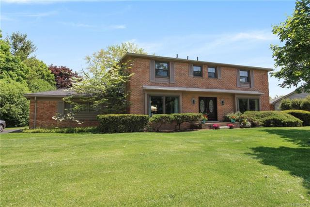 5565 Kingsmill Drive, Bloomfield Twp, MI 48301 (#218047344) :: RE/MAX Classic