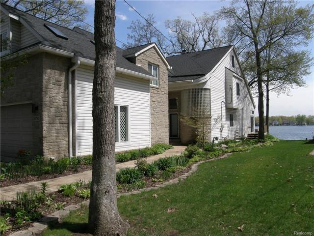 8783 Cooley Beach Drive, White Lake Twp, MI 48386 (#218047588) :: Duneske Real Estate Advisors