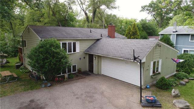 3960 Oak Terrace, West Bloomfield Twp, MI 48323 (#218054704) :: RE/MAX Classic