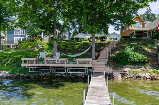 3510 S Edgewood Park Drive SW, Commerce Twp, MI 48382 (#218057537) :: Duneske Real Estate Advisors