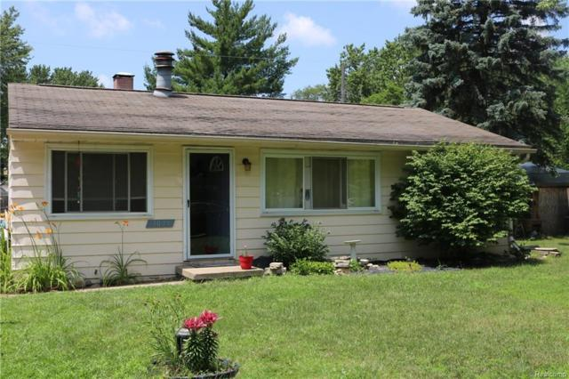 3049 Fisher Avenue, Commerce Twp, MI 48390 (#218062717) :: Duneske Real Estate Advisors