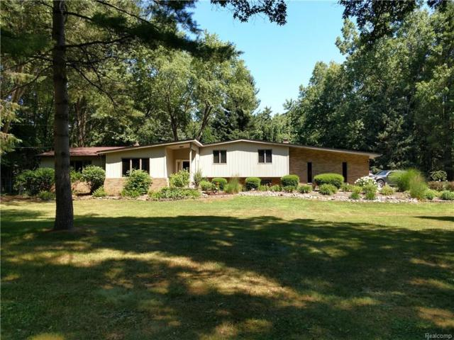 2860 Bel Aire Drive, Highland Twp, MI 48357 (#218062764) :: The Mulvihill Group