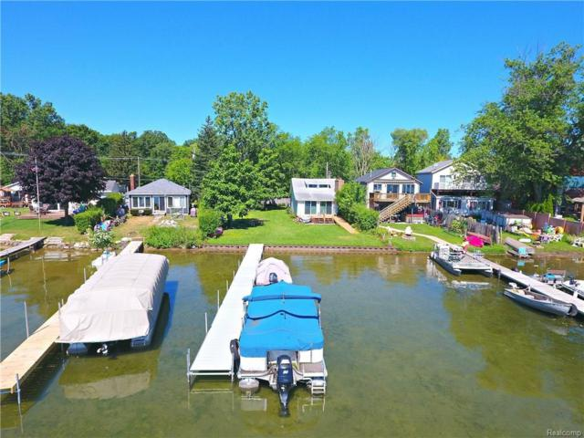 2956 White Oak Beach Drive Beach, Highland Twp, MI 48356 (#218067600) :: Duneske Real Estate Advisors