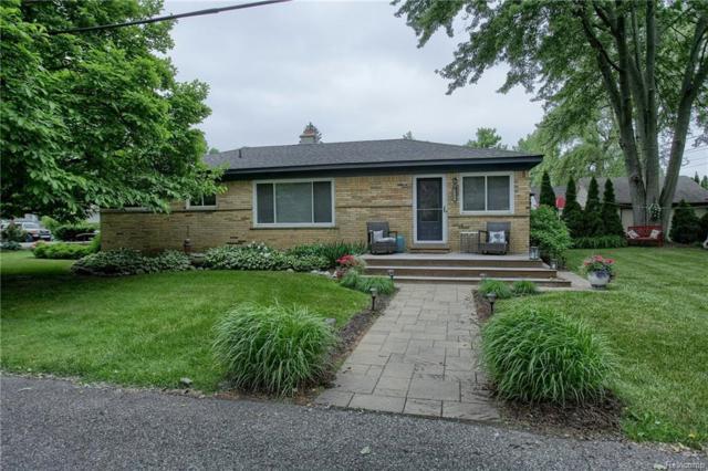 2360 Ferndale Street, Sylvan Lake, MI 48320 (#218067890) :: RE/MAX Vision