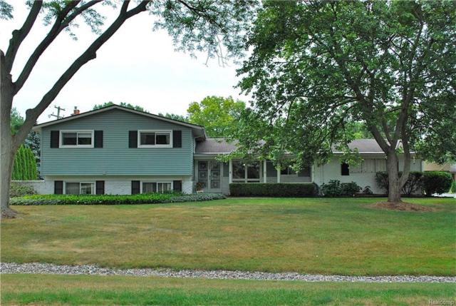 7187 White Pine Drive, Bloomfield Twp, MI 48301 (#218073536) :: RE/MAX Classic