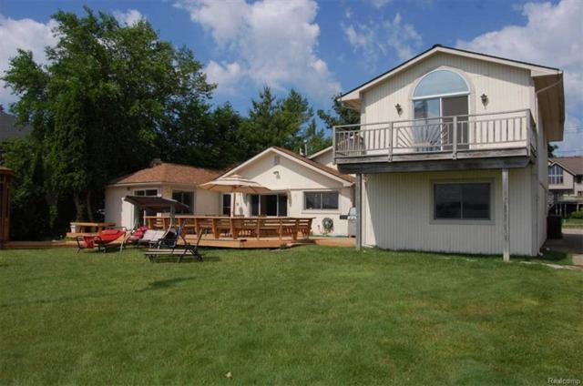1875 Windside, West Bloomfield Twp, MI 48324 (#218078204) :: Duneske Real Estate Advisors
