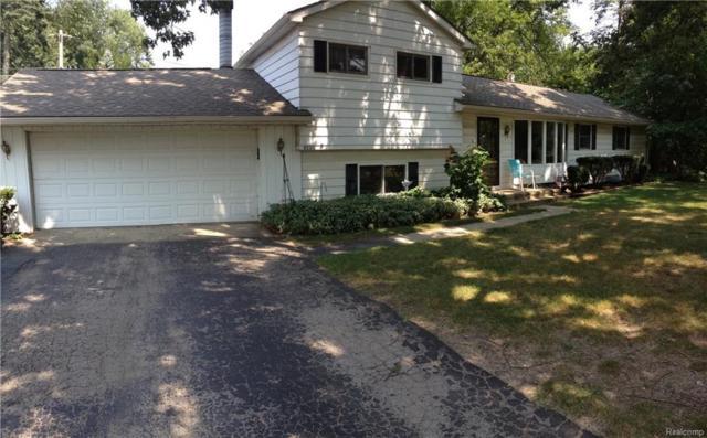 9250 Little Farm Drive, White Lake Twp, MI 48386 (#218079010) :: RE/MAX Classic