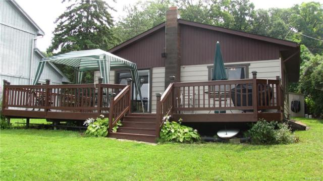 2565 Lakeview Drive, Brandon Twp, MI 48462 (#218080392) :: RE/MAX Classic