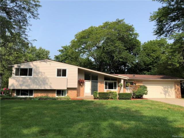 4056 Iverness Lane, West Bloomfield Twp, MI 48323 (MLS #218081543) :: The Toth Team