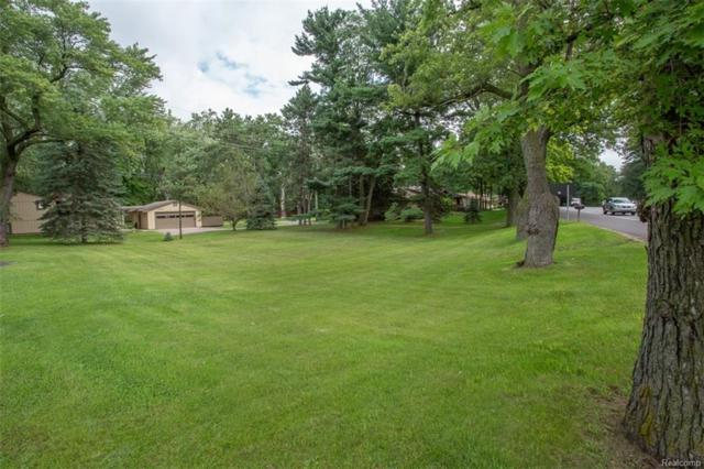 000 Pontiac Trail, West Bloomfield Twp, MI 48323 (#218082252) :: RE/MAX Classic