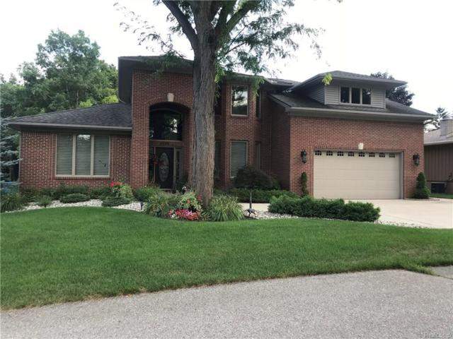6015 Rolton Court, Waterford Twp, MI 48329 (MLS #218083556) :: The Toth Team