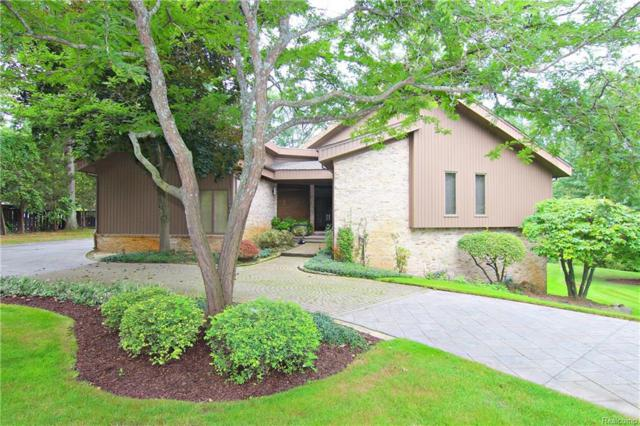 2082 Shore Hill Court, West Bloomfield Twp, MI 48323 (MLS #218085146) :: The Toth Team