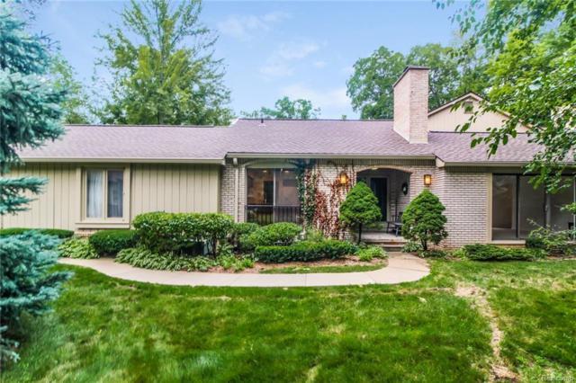 1235 Manorwood Circle, Bloomfield Twp, MI 48304 (#218087792) :: Duneske Real Estate Advisors
