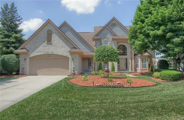 7542 Greenway Lane, West Bloomfield Twp, MI 48324 (MLS #218089422) :: The Toth Team