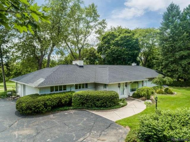 2840 W Hickory Grove Road, Bloomfield Twp, MI 48302 (MLS #218090511) :: The Toth Team