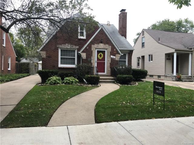 1576 Roslyn, Grosse Pointe Woods, MI 48236 (#218096702) :: RE/MAX Classic