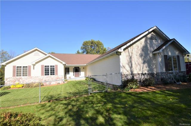 7611 E Highland Road, Oceola Twp, MI 48443 (#218101467) :: The Buckley Jolley Real Estate Team