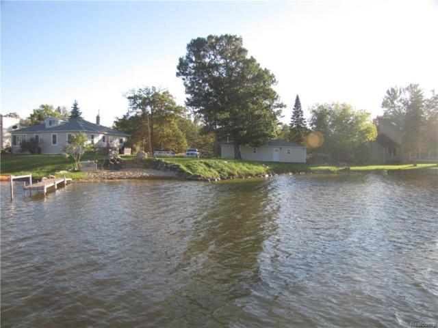 9140 Pontiac Lake Road, White Lake Twp, MI 48386 (#218101878) :: RE/MAX Classic