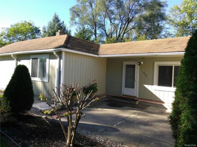 1306 N Pontiac Trail, Walled Lake, MI 48390 (#218102337) :: RE/MAX Classic