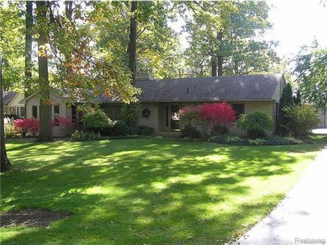 323 Kendry, Bloomfield Twp, MI 48302 (#219006708) :: The Alex Nugent Team | Real Estate One