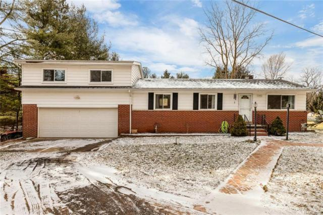 2952 Old Plank Road, Milford Twp, MI 48381 (#219010704) :: The Mulvihill Group