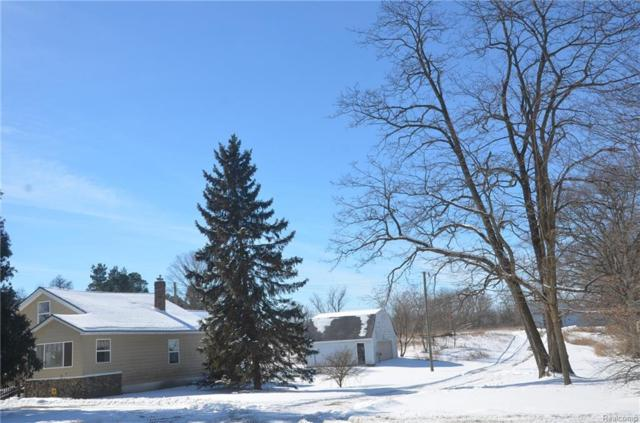 232 S Hickory Ridge Road, Highland Twp, MI 48380 (#219014341) :: The Buckley Jolley Real Estate Team