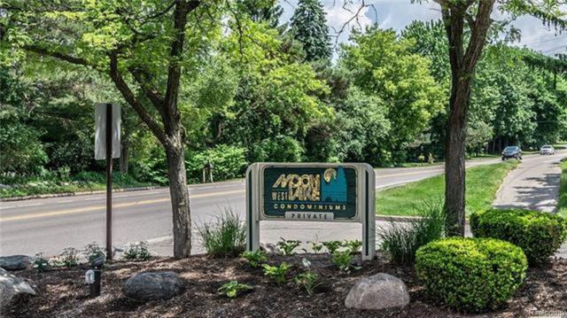 2992 Moon Lake Drive, West Bloomfield Twp, MI 48323 (#219019567) :: RE/MAX Nexus
