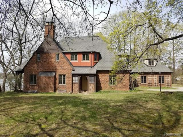 2411 W Walton Boulevard, Waterford Twp, MI 48329 (#219025759) :: The Buckley Jolley Real Estate Team