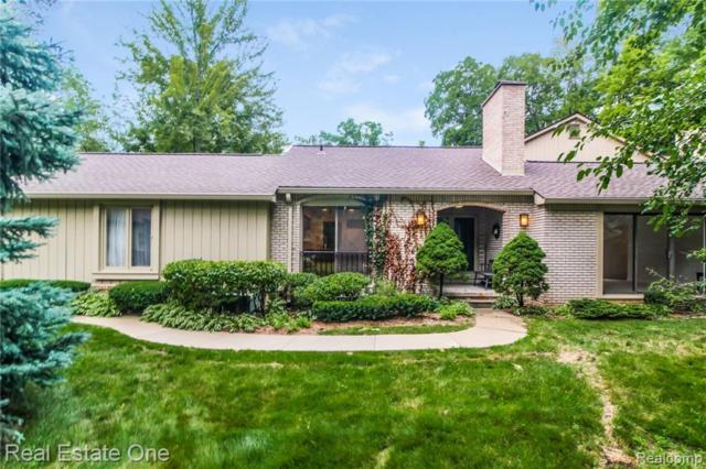 1235 Manorwood Circle, Bloomfield Twp, MI 48304 (#219029644) :: The Mulvihill Group