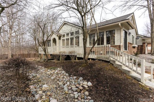 6976 Pebblecreek Woods Drive #60, West Bloomfield Twp, MI 48322 (#219031405) :: The Buckley Jolley Real Estate Team
