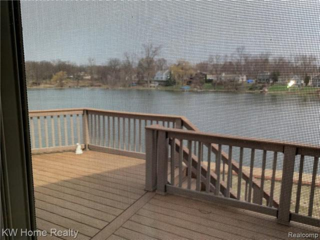 6888 Colony Drive, West Bloomfield Twp, MI 48323 (#219034747) :: The Buckley Jolley Real Estate Team