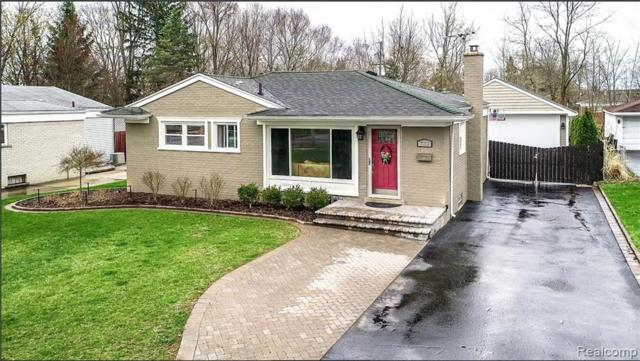 732 Manordale Court, Milford Vlg, MI 48381 (#219035319) :: The Mulvihill Group