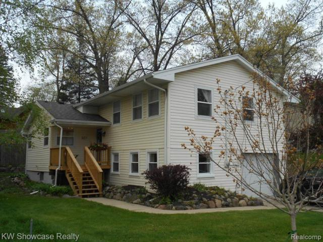 507 Lakeview Drive, White Lake Twp, MI 48386 (MLS #219036179) :: The Toth Team
