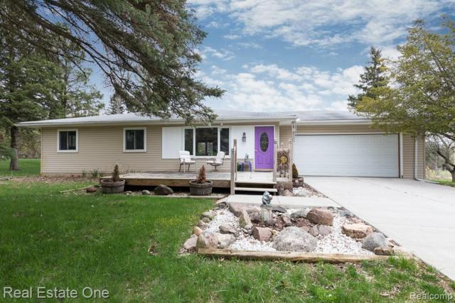 4040 N Squirrel Road, Orion Twp, MI 48359 (#219039772) :: The Buckley Jolley Real Estate Team