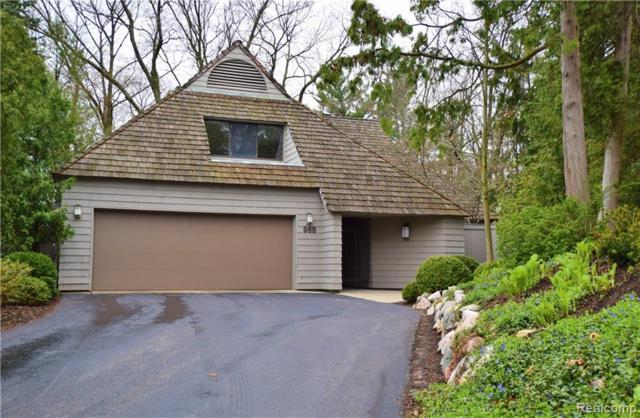 965 Bloomfield Woods, Bloomfield Hills, MI 48304 (#219041469) :: The Mulvihill Group