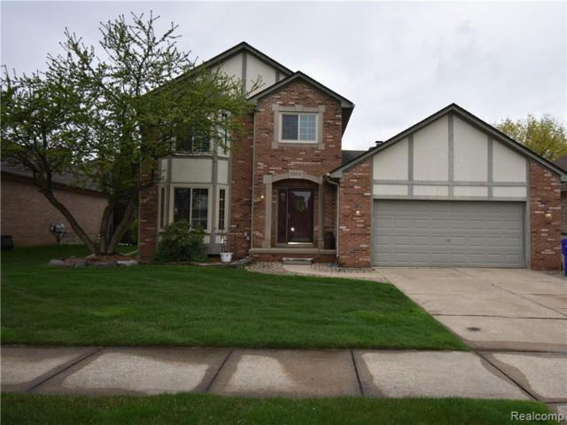 33813 Pineview, Fraser, MI 48026 (MLS #219043244) :: The Toth Team