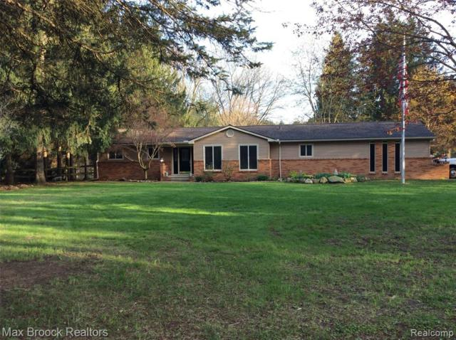 1466 Memory Lane, Milford Twp, MI 48381 (MLS #219044093) :: The Toth Team