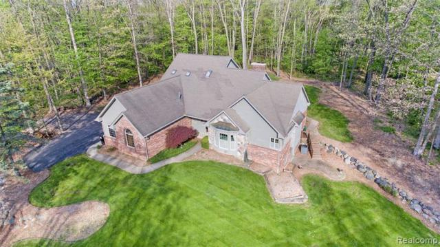 1473 Roxcroft Lane, Hartland Twp, MI 48843 (MLS #219044994) :: The Toth Team