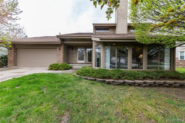 2149 Hidden Lake Drive, West Bloomfield Twp, MI 48324 (#219045027) :: The Mulvihill Group