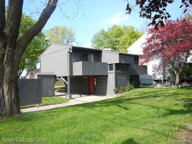 4521 London Court, Waterford Twp, MI 48328 (MLS #219045535) :: The Toth Team