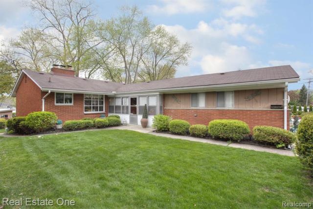 919 James K Boulevard, Sylvan Lake, MI 48341 (#219046962) :: GK Real Estate Team